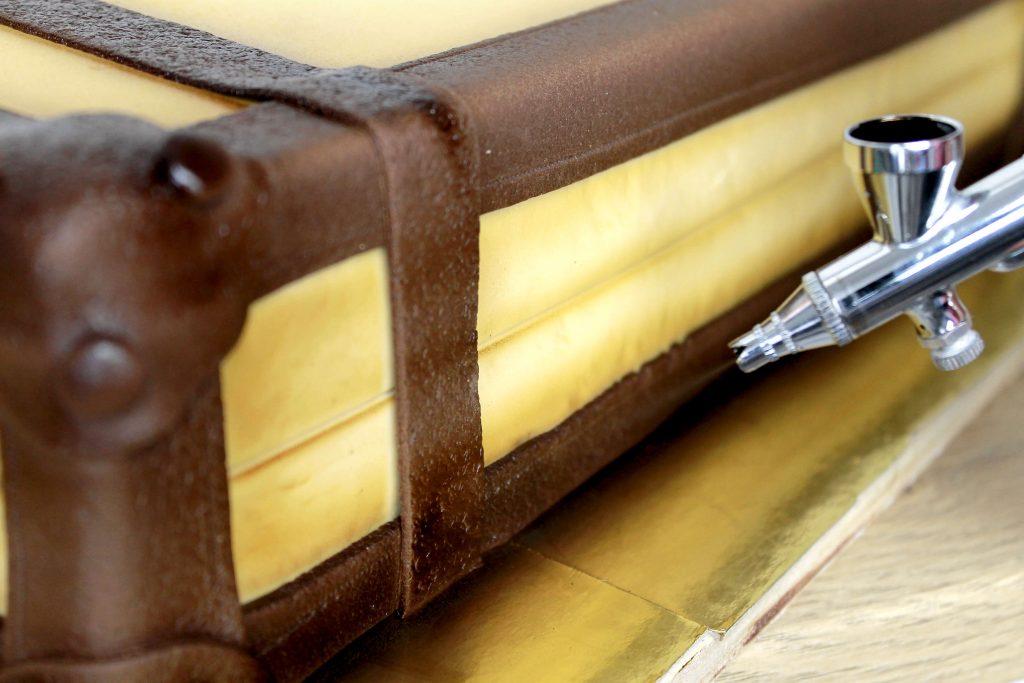 decorar-tarta-maleta-fondant